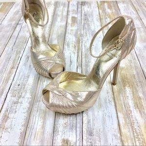Adriana Papell   Metallic Rebecca Platform Sandal